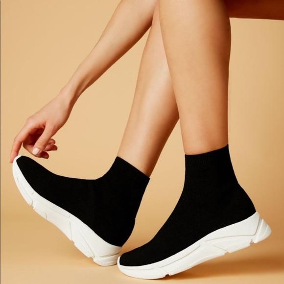 434a7a69546 Steve Madden Bitten Sock Sneakers Size 9 NWT
